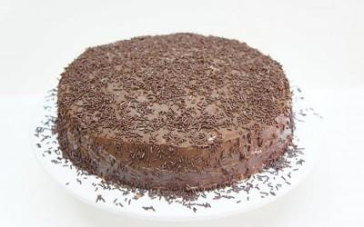 Bolo de Chocolate com Recheio de Chocolate e Coco
