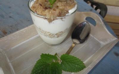 Iogurte Grego com Aveia e Banana Caramelizada