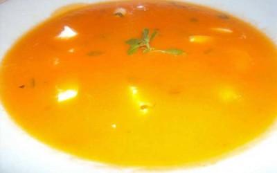 Sopa de Tomate com Mozzarella Fresca