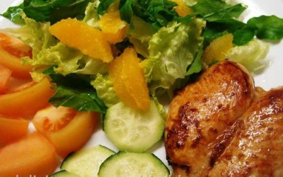 Frango e salada fresca