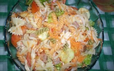 Salada de Massa e carne