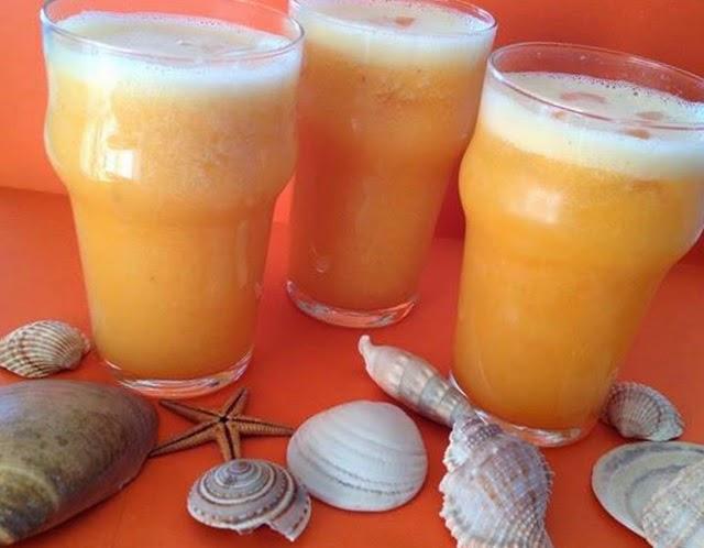 Sumo de laranja, pêssego e meloa