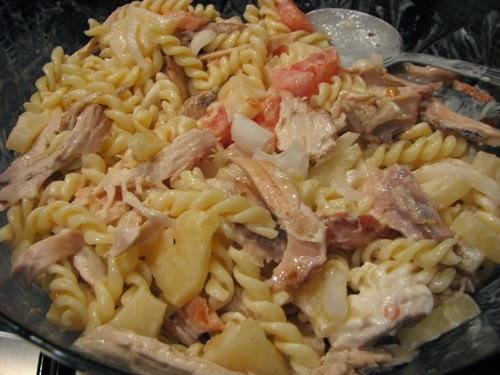 Salada fria de frango e ananás