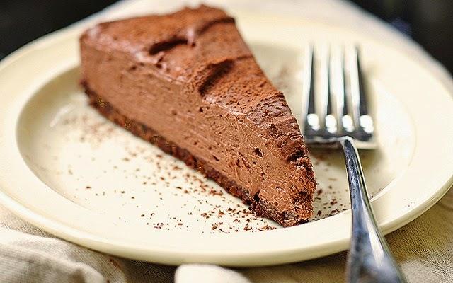 Bolo gelado de chocolate e natas