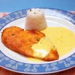 Bifes de frango grelhados com molho de queijo