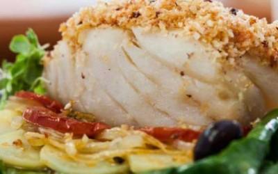 Bacalhau no forno com crosta de broa