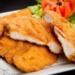 Aprenda a preparar um saudável frango à milanesa crocante sem fritar