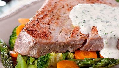 Bife de Atum com Ervas e Legumes