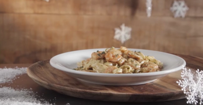 Fettuccini com Pesto e Camarões