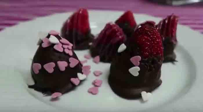 Morangos cobertos com chcocolate (DIA DOS NAMORADOS)