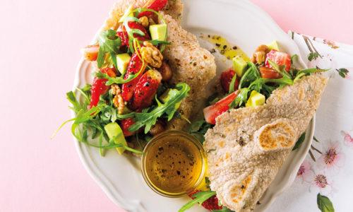 Wraps de mandioca com salada de morango