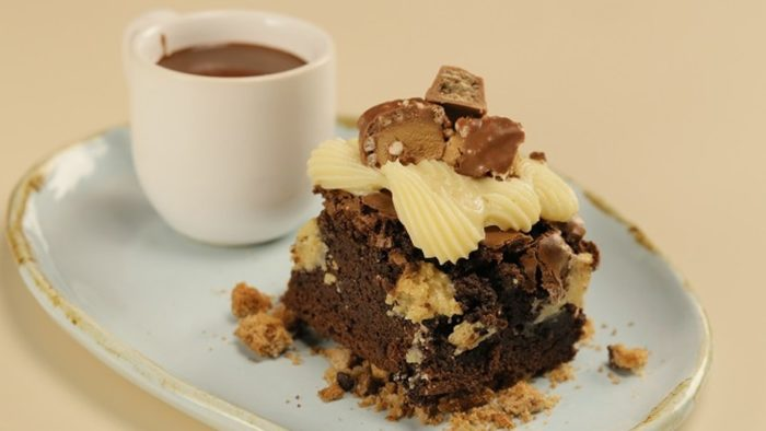 Brownie com calda de brigadeiro