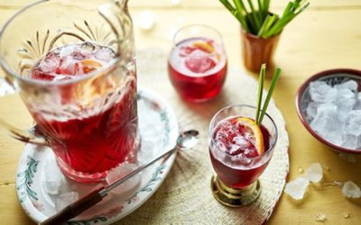Chá e drinque de hibisco