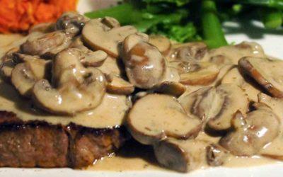 Bifes de vitela com cogumelos e molho de café