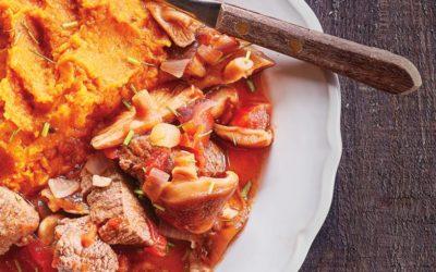 Carne estufada com puré de batata-doce