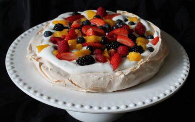 Pavlova deliciosa com frutas frescas!