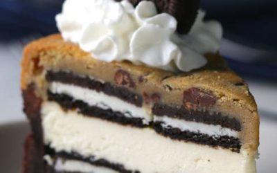 Cheesecake brownie com oreo