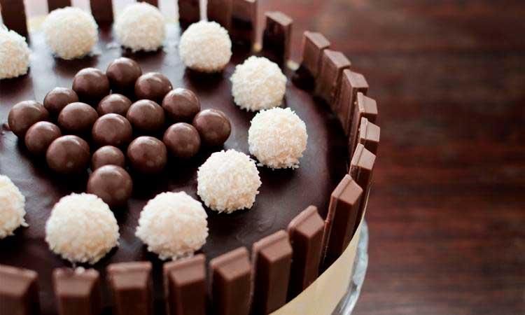 Bolo de Chocolate com Kit Kat