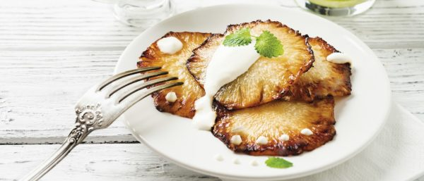 Ananás na chapa quente com creme de coco
