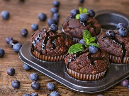 Muffins de chocolate e mirtilos